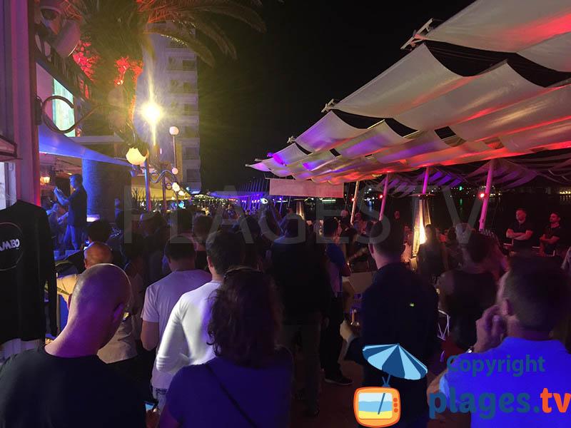 Ambiance sur le front de mer de Sant Antoni à Ibiza