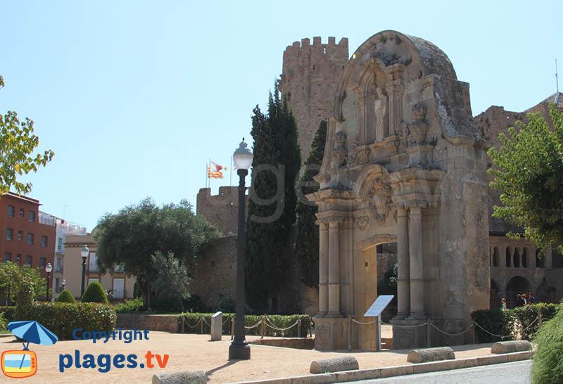 Arc de St Benet à côté du monastère - Sant Feliu