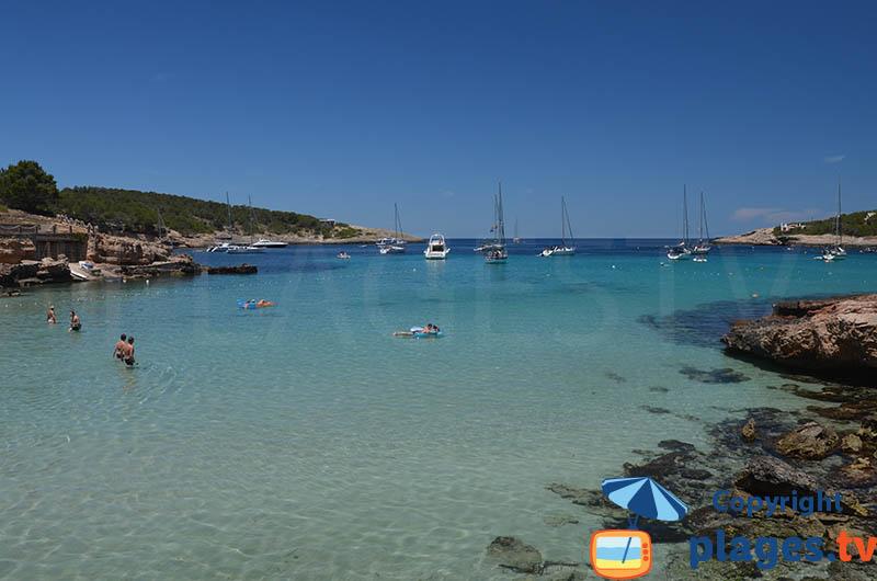Baie de Portinatx dans le nord d'Ibiza