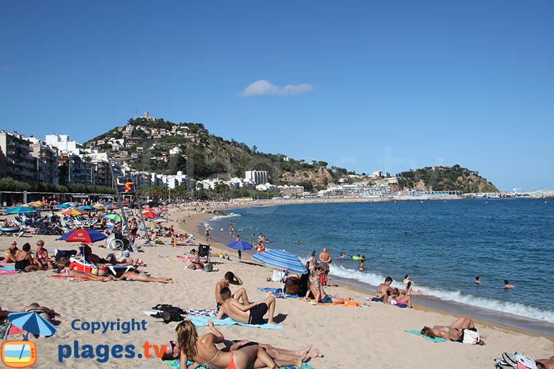 La plage à côté du port de Blanes - Espagne