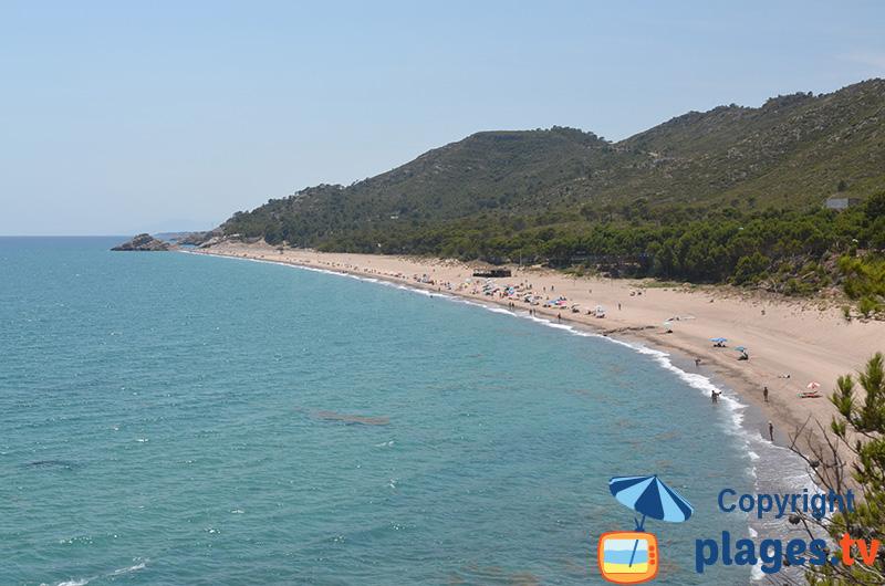 Belle crique naturiste dans le sud de la Catalogne