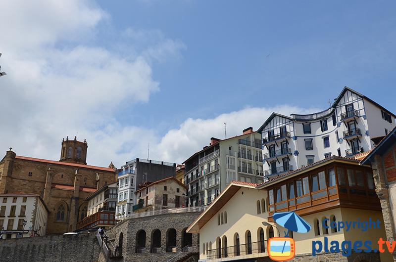 Belles maisons de Getaria dans le pays basque espagnol