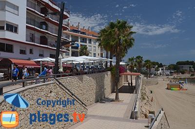 Bord de mer de l'Ampolla avec sa plage en Espagne