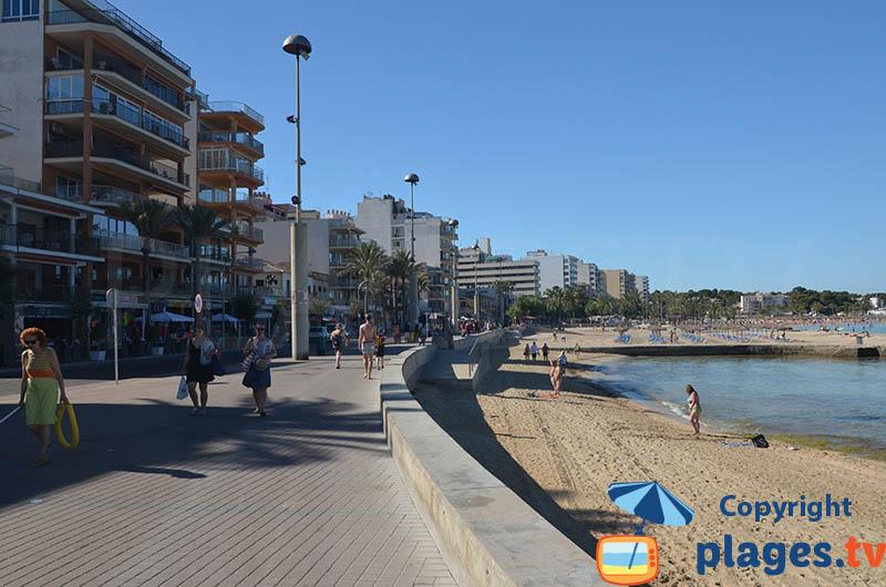 Bord de mer de El Arenal à Majorque à proximité du port