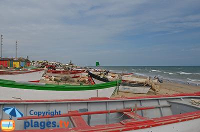 Bord de mer avec des bateaux de pêcheurs à Islantilla - Andalousie