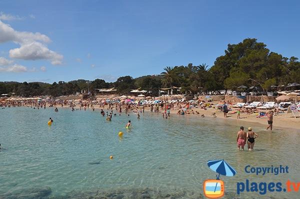 Extrémité de la plage de Cala Bassa à Ibiza