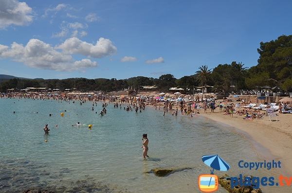 Baignade en pente douce à Ibiza - Cala Bassa