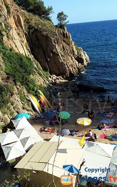 Bar restaurant sur la plage de Tossa de Mar - Cala d'Es Codolar