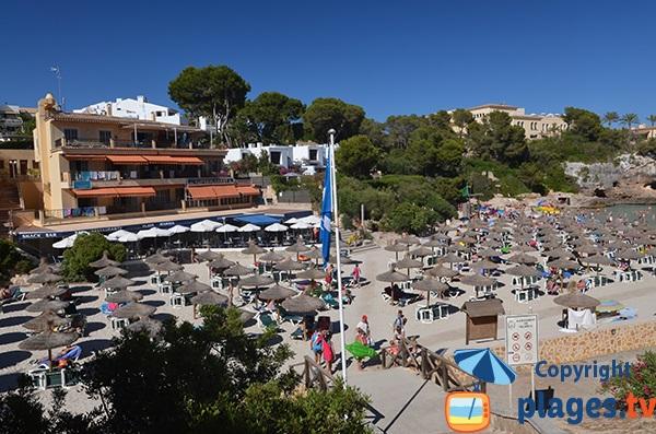 Restaurant et plage de Cala Ferrera à Cala d'Or