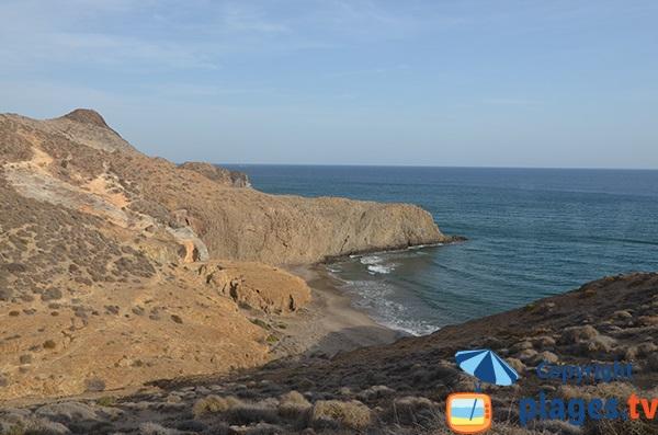 Crique de sable à côté de la plage de Monsul - San Jose - Espagne