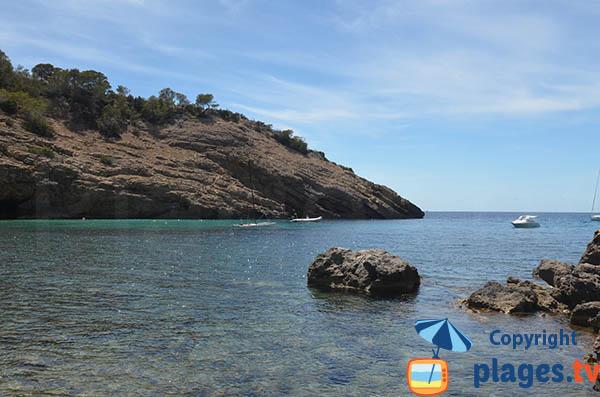 Falaises autour de la Cala Moli à Ibiza