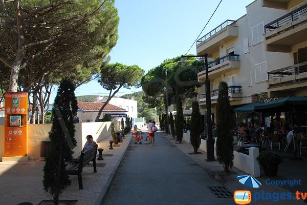 Commerces autour de la Cala Montgo à L'Escala