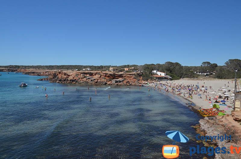 Cala de Saona de Formentera et ses roches rouges