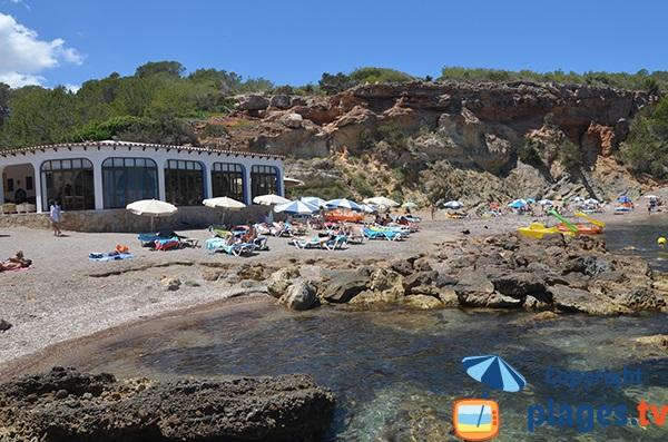 Petite crique à proximité de Portinatx avec restaurant - Ibiza