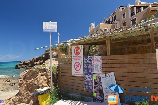 Panneau interdisant le naturisme sur la plage de Xarraca - Ibiza