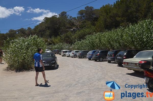 Parking de la crique de Xarraca à Ibiza