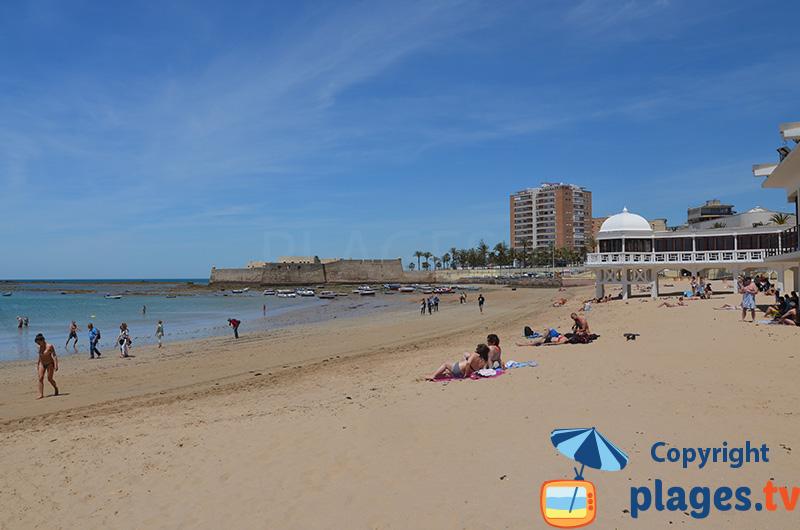 La plage dans le centre ville de Cadix