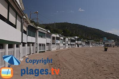 Maisons sur pilotis sur la plage de Garraf - Espagne
