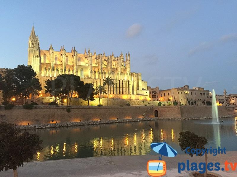 Cathédrale de Majorque au coucher de soleil