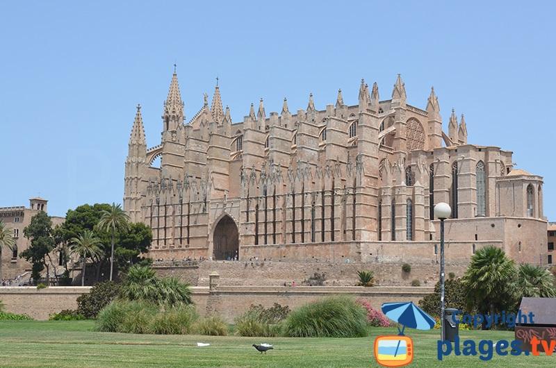 Cathédrale de Palma avec les remparts