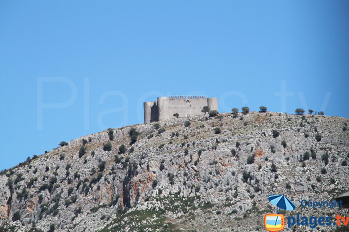 Chateau Montgri en Espagne