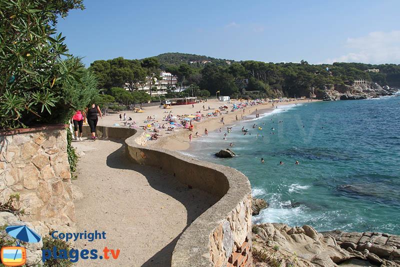 Sentier en bord de mer entre les deux grandes plages de Platja d'Aro