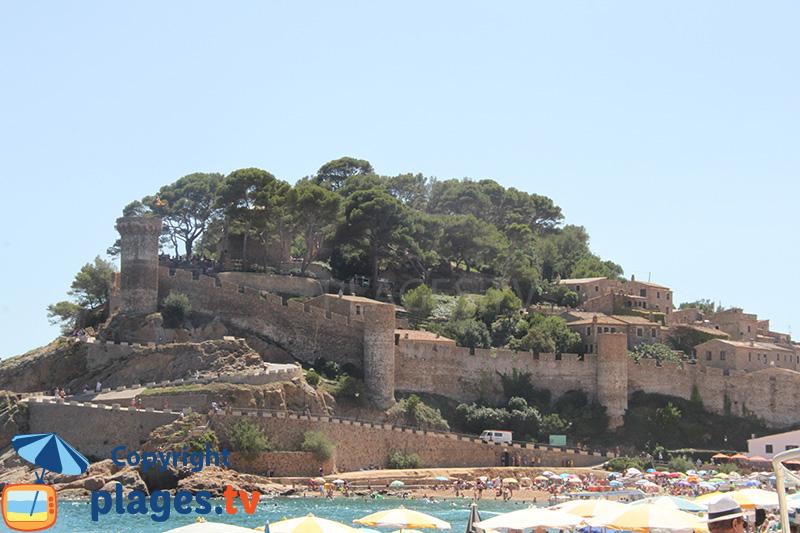 Chateau de Tossa de Mar en bord de mer