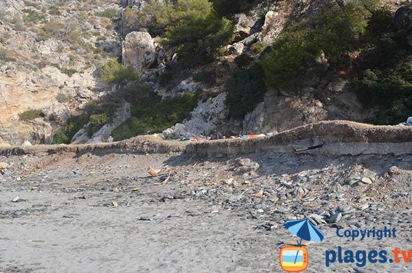 Hippies sur la plage de Cantarrijan en Andalousie