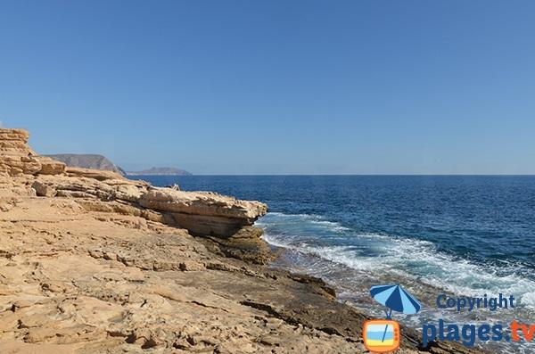 Côte rocheuse autour de la plage de Playazo - Andalousie