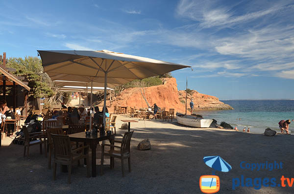 Vue sur la plage depuis le restaurant Sa Caleta - Ibiza