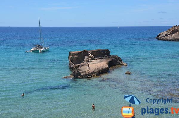 Rochers au large de la crique des Pêcheurs - Ibiza