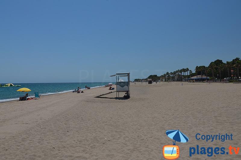 Grande plage de sable à Miami-Platja - Cristall