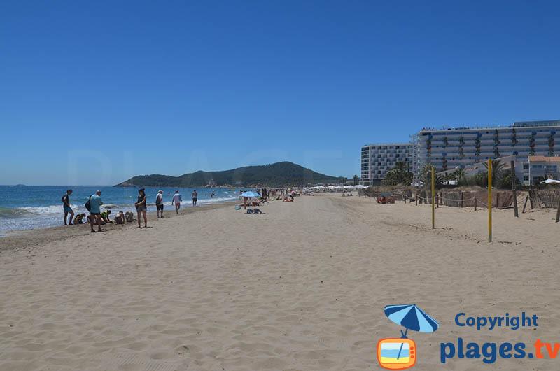 Playa En Bossa à Ibiza avec ses immeubles