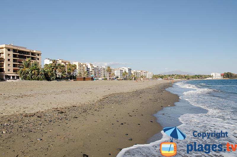 Le bord de mer d'Estepona depuis la plage principale - Andalousie