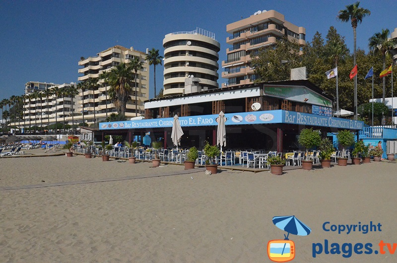 Restaurant sur la plage de Marbella avec son front de mer