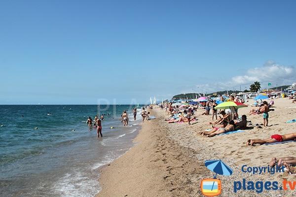 Grande plage de Calella en Catalogne - Espagne