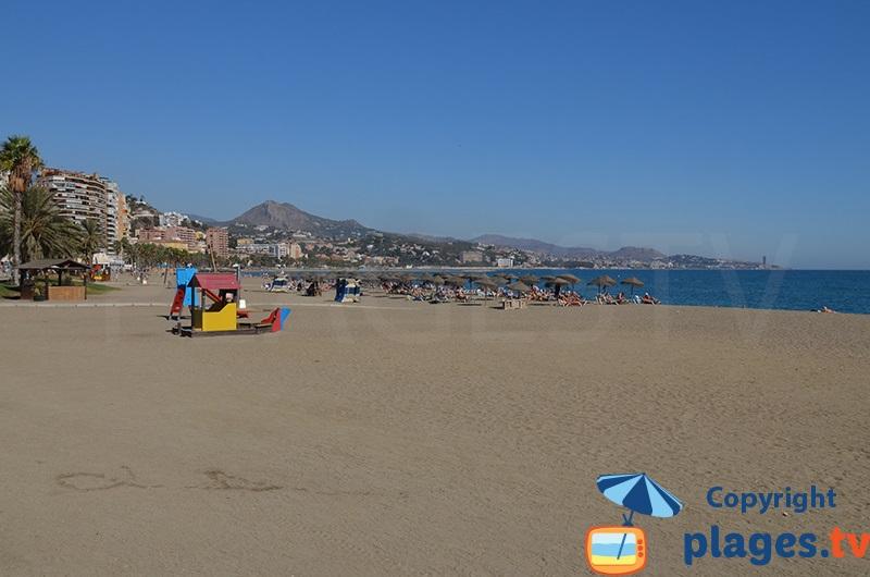 Grande plage de Malaga à proximité du port