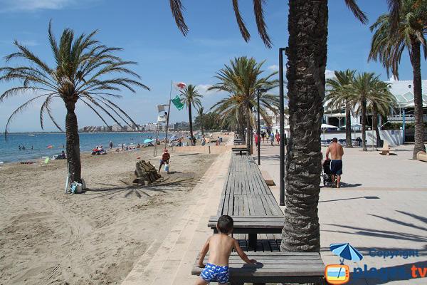 Grande plage de Roses en Espagne