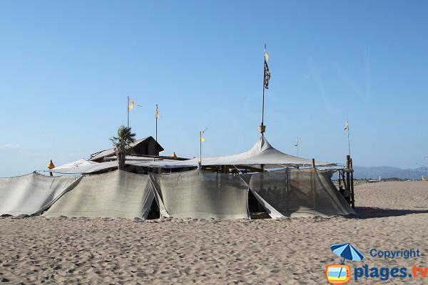Tente sur la plage de Sant Pere Pescador
