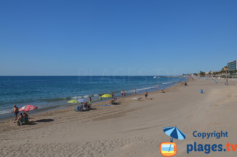 Grande plage dans le centre de Villajoyosa