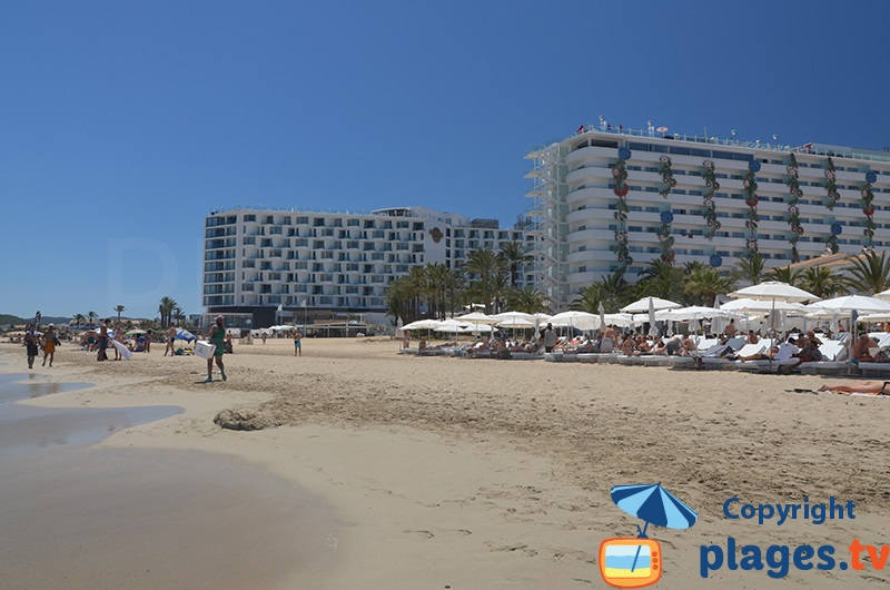 Hôtel animé à Ibiza en bordure de plage