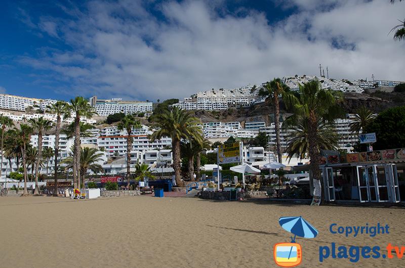 Hotels et constructions sur la montagne de Puerto Rico à Gran Canaria