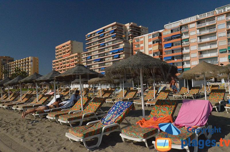 Immeubles sur le bord de mer de Fuengirola en Espagne