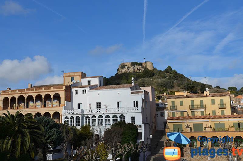 Belles maisons de Bégur avec son château