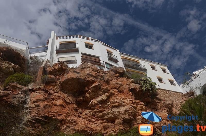 Maisons à Nerja à flanc de colline