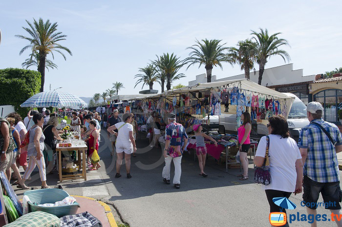 Market next to Empuriabrava beach