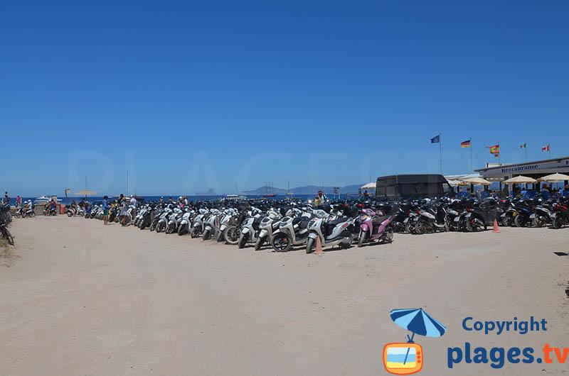 Scooters sur l'ile de Formentera