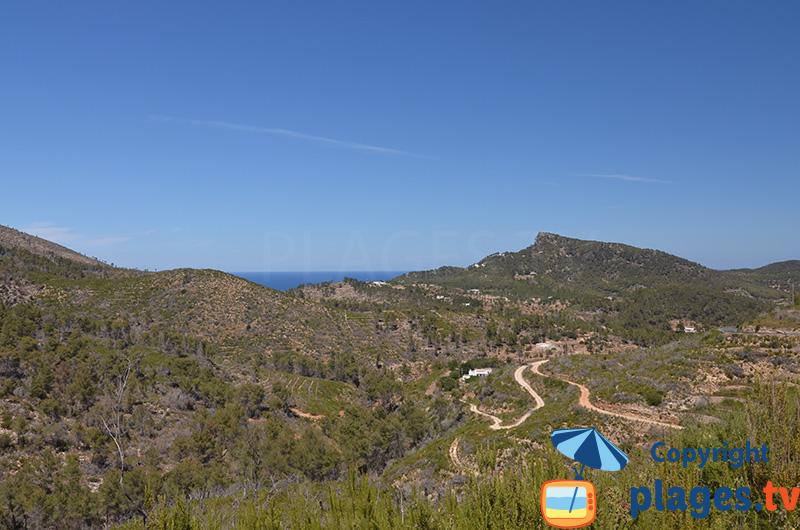 Montagne et mer au nord d'Ibiza