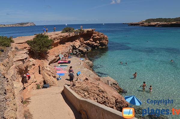 Accès à la piscine naturelle d'Ibiza - Comte