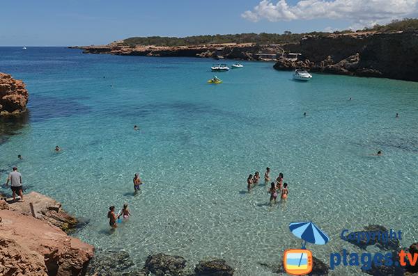 Eau peu profonde à Ibiza - Comte